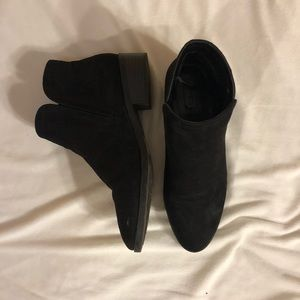 Size 9 Forever 21 black ankle boot